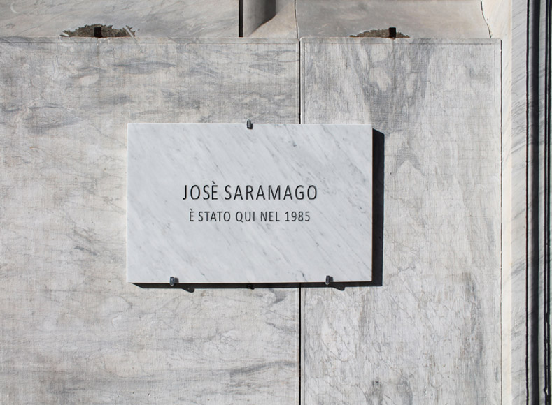 Francesco Fossati, Fake History [SARAMAGO], 2015, installation view, historic center of Carrara IT, Carrara Marble plaque, 80 x 50 x 3 cm JOSè SARAMAGO WAS HERE IN 1985 Josè Saramago è stato qui nel 1985