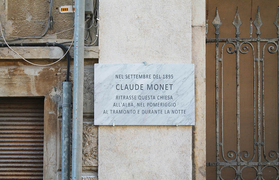 Francesco Fossati, Fake History [MONET], 2015, installation view, historic center of Carrara IT, Carrara Marble plaque, 80 x 50 x 3 cm IN SEPTEMBER 1895  CLAUDE MONET PORTRAYED THIS CHURCH AT DAWN, IN THE NOON, AT DUSK AND IN THE NIGHT Nel settembre del 1895 Claude Monet ritrasse questa chiesa all'alba, nel pomeriggio, al tramonto e durante la notte